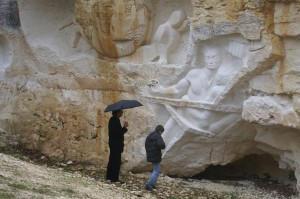 La pluie n'arrête pas le visiteur aux Lapidales